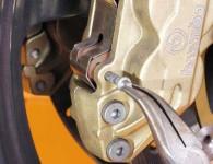 Как да сменим накладките на мотоциклета? 4
