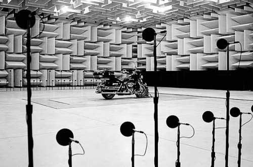 Звукът на мотора не е случайност, а истински инженерен проект 01