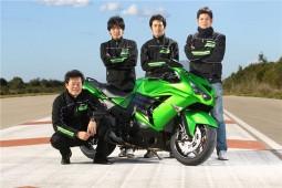 7 въпроса към инженерите на 2012 Kawasaki ZZR-1400 01