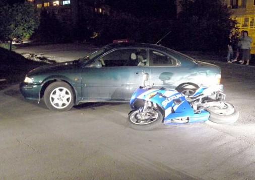 """""""Ровър"""" блъсна мотоциклетист в Шумен"""
