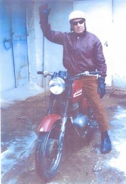 Бивш акробат с мотоциклет, състезател на шосе, писта и крос, написа възвание към шофьорите  01