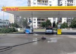 Високотехнологични роботи почистват горивните резервоари на бензиностанциите Shell 02