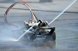Високотехнологични роботи почистват горивните резервоари на бензиностанциите Shell 03