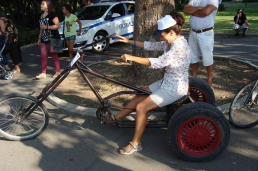 """Бургазлия майстори уникални велосипеди """"Чопър"""" от стари чаркове"""