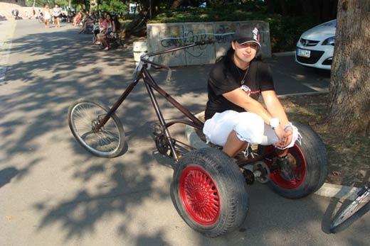"""Бургазлия майстори уникални велосипеди """"Чопър"""" от стари чаркове 05"""